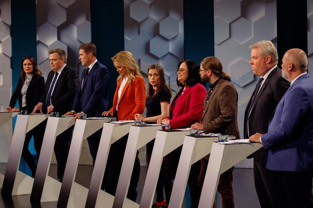 Los líderes de los partidos políticos islandesdes participan en un debate televisado, ayer en Reykjavik.