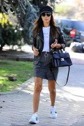 La actriz ha optado por la comodidad con las Adidas Bold, que a...