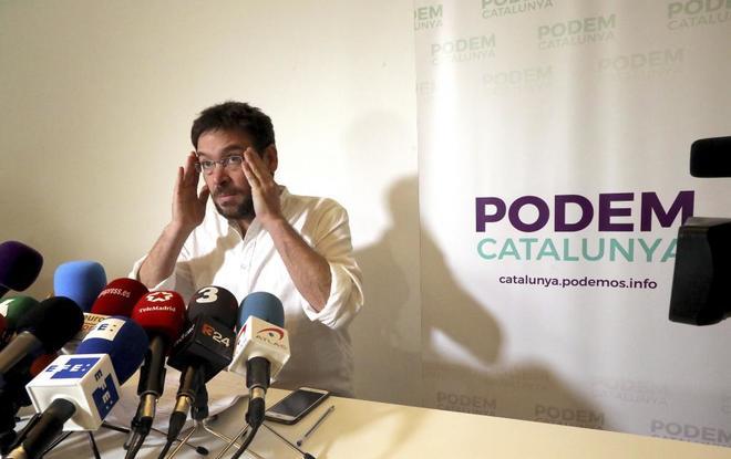Albano Dante Fachin en la sede de Podemos de Cataluña, en rueda de prensa.