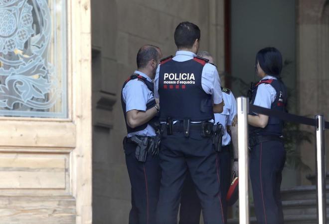 Los Mossos espiaron a la Guardia Civil y la Policía Nacional el 1-0, según la juez