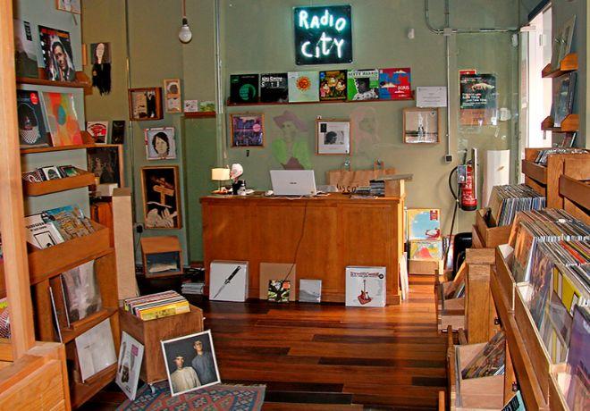 Para melómanos. Interior de Radio City, tienda abierta en 2005 en la...