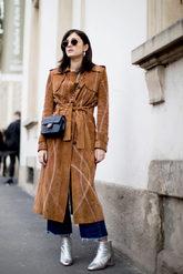 La bloguera e 'it girl' italiana, con un abrigo estilo 70's de ante en...