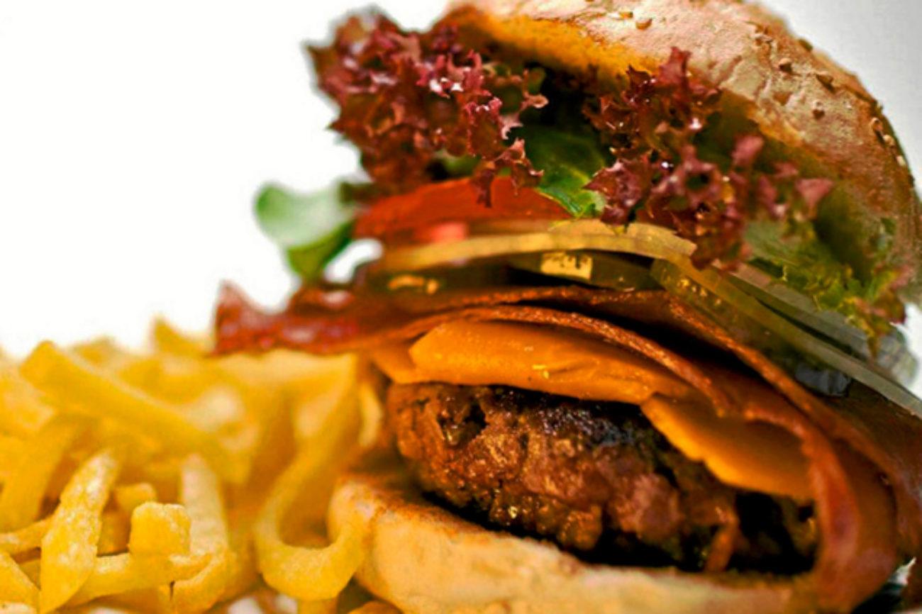 Si logras comer alguna de sus hamburguesas de mínimo un kilo de carne...
