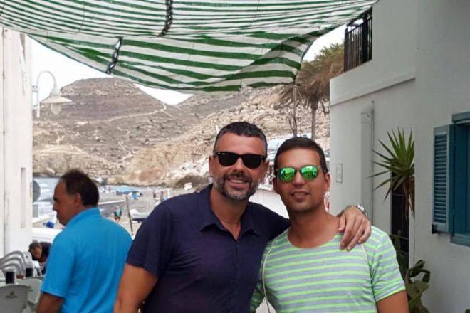 Santi Vila Y Su Novio Gay