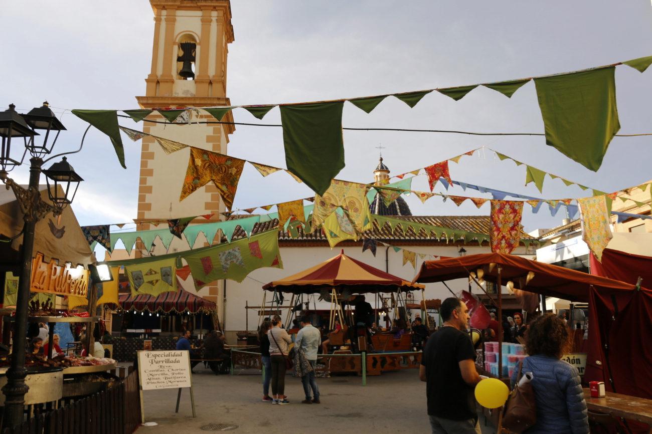 Blasones y banderas decoran durante todo el fin de semana la ciudad...