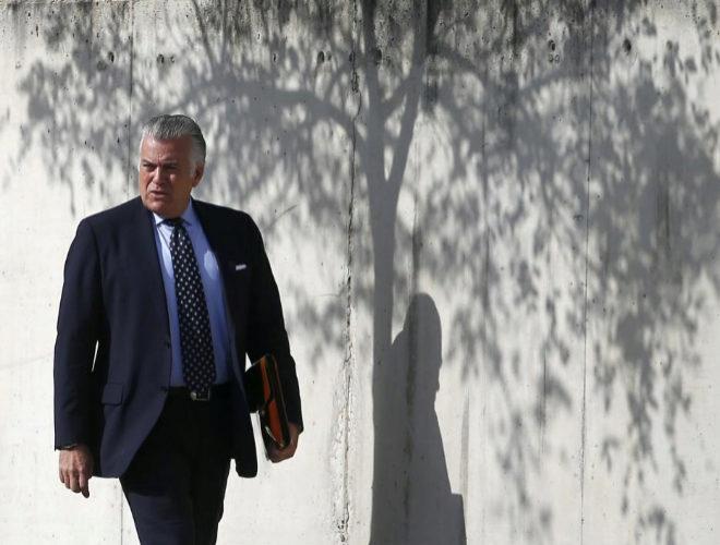 Luis Bárcenas, a su llegada a una sesión del juicio por el 'caso...