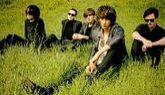 La banda liderada por Faris Badwan vuelve a sus orígenes musicales en...