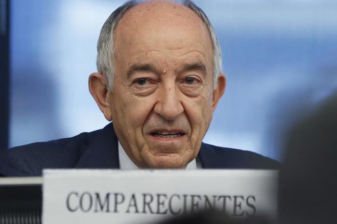 El exgobernador del Banco de España, Miguel Ángel Fernández Ordóñez, en su comparecencia en la comisión del Congreso que investiga la crisis económica.