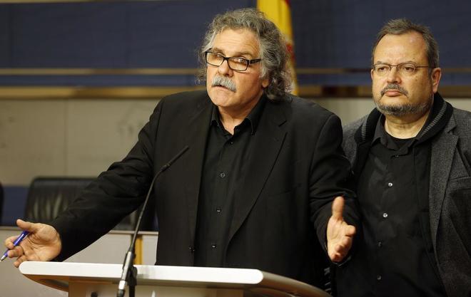 Los diputados de ERC Joan Tardà y Joan Olòriz, en rueda de prensa en...