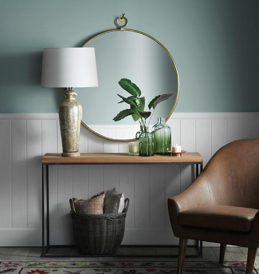 Espejo Robin 92 cm (249 euros), lámpara de mesa Angy (129 euros),...