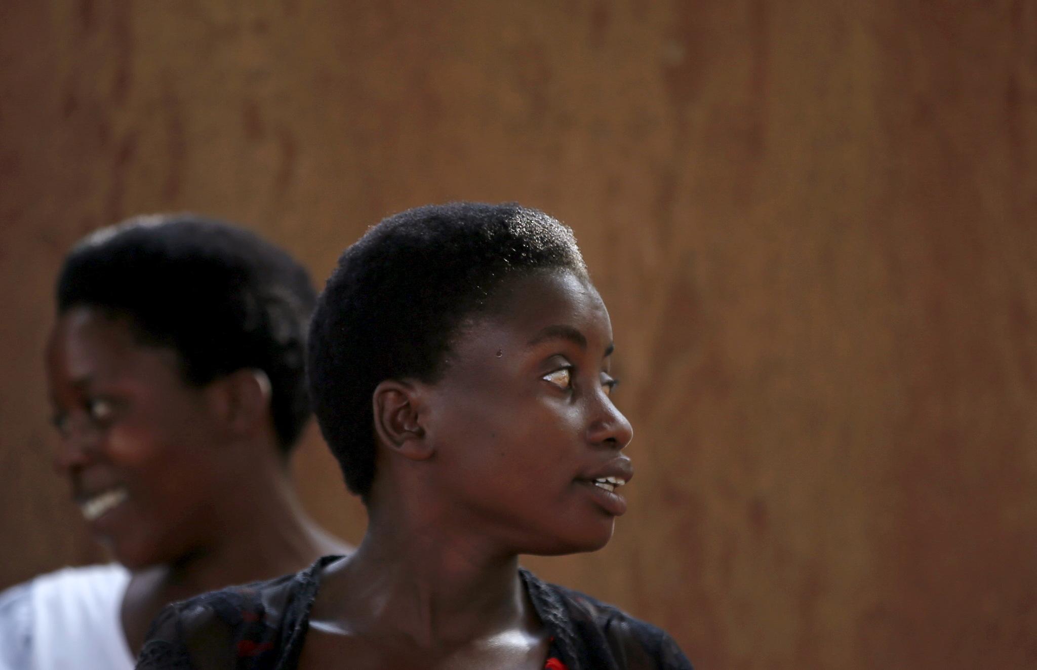 Mujeres en una iglesia del pueblo de Bujumbura, en Burundi.