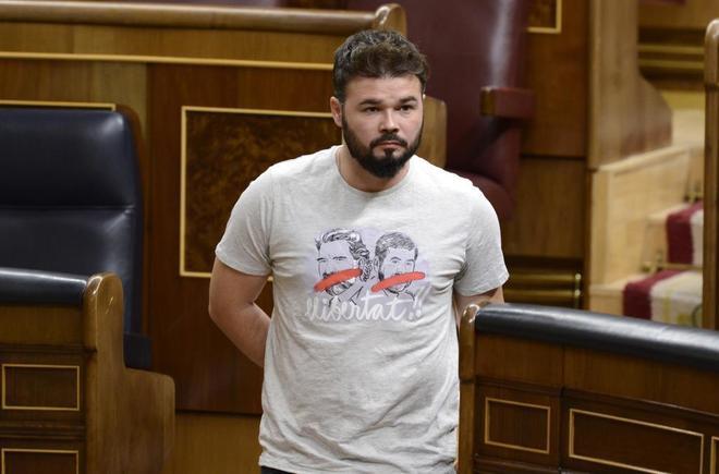 El diputado de ERC Gabriel Rufián, con una camiseta en apoyo a Jordi...