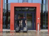 Agentes de la Guardia Civil acuden a la comisaría de los Mossos en...