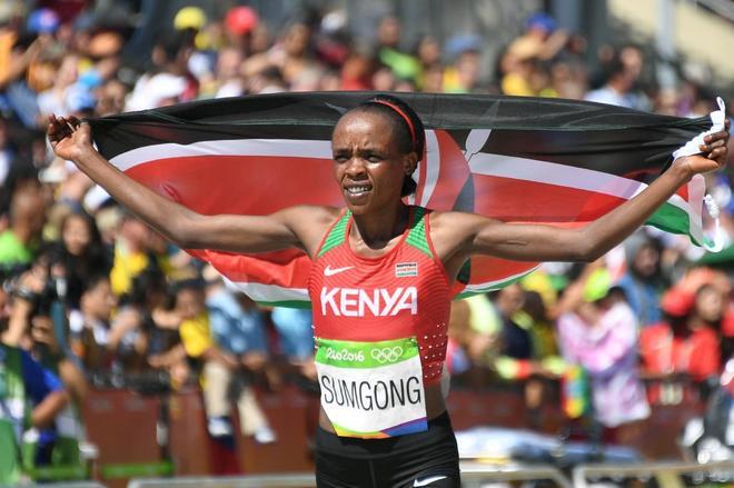 Jemima Sumgong celebra su victoria en los JJOO de Rio.