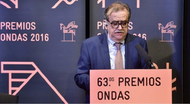 Josep Ma Martí leyendo en fallo del jurado de los Premios Ondas 2016.
