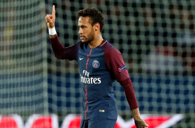 Neymar celebra después de anotar el segundo gol de su equipo frente al Anderlecht.