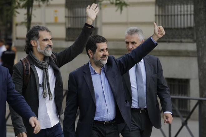 Jordi Cuixart y Jordi Sànchez, el 16 de octubre en la Audiencia...