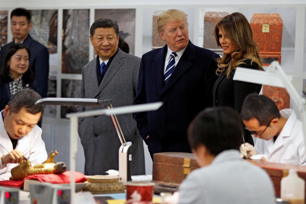 Donald y Melania Trump visitan Laboratorio de Conservación de la Ciudad Prohibida en Pekín.