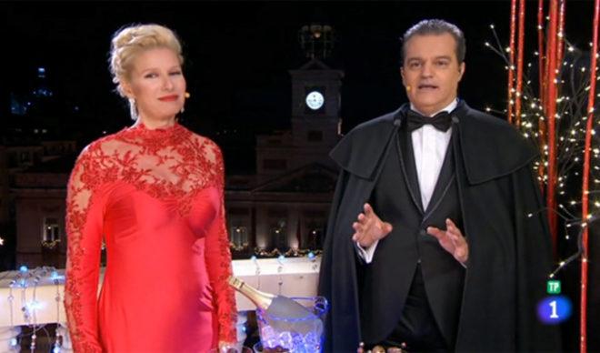 Anne Igartiburu y Ramón García, en las Campanadas de 2015.