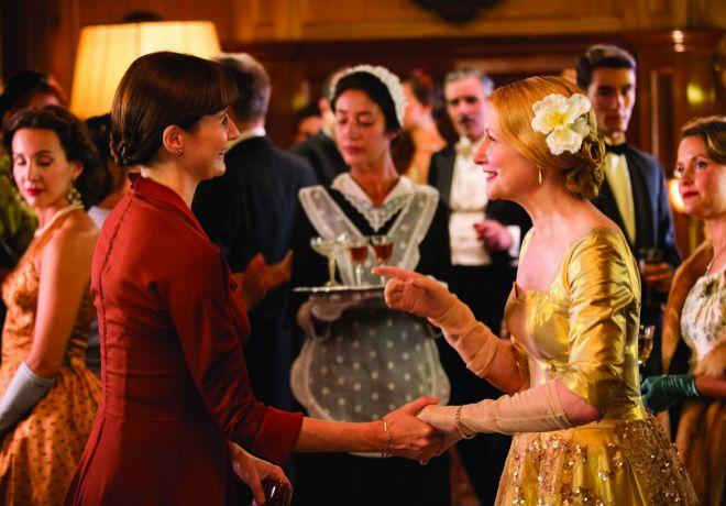 Rivales. Patricia Clarkson (derecha) le hace la vida imposible a Emily...