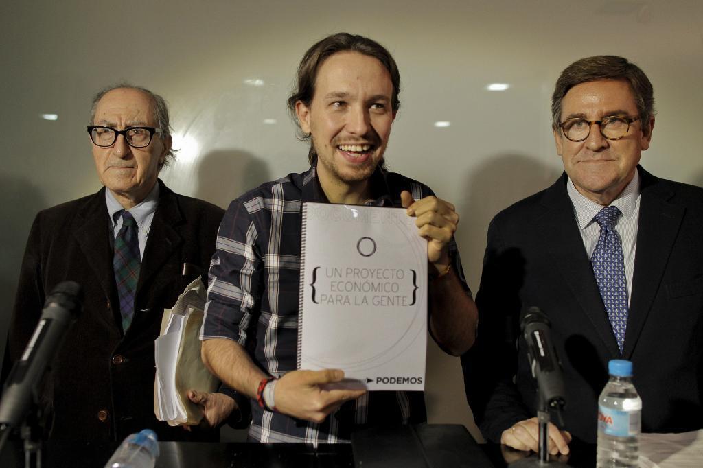 Vicenç Navarro, a la izquierda, junto a Pablo Iglesias y Juan Torres.