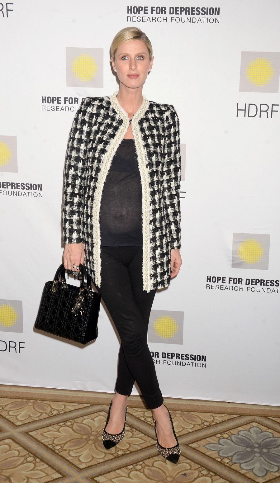 Nicky Hilton nos muestra como lucir una levita de tweed y estar...