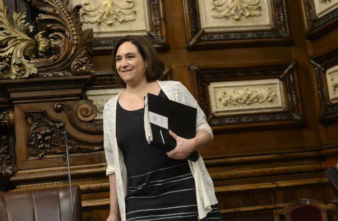 Ada Colau durante un pleno ordinario del Ayuntamiento de Barcelona.