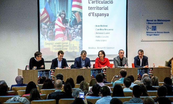 Los cinco diputados en el Congreso que participaron ayer en el debate organizado por la Universitat de València.