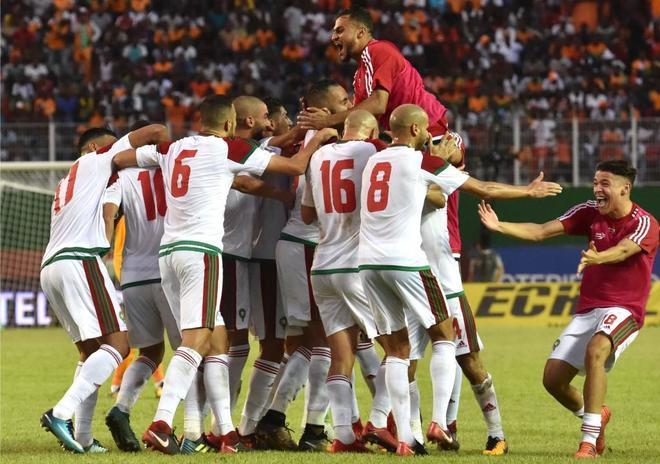 Los jugadores de Marruecos celebran uno de sus goles a Costa de Marfil.  ISSOUF SANOGOAFP-PHOTO 6fe2789f1996f