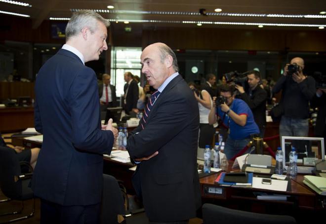 El francés Bruno Le Maire conversa con Luis de Guindos en un reciente Eurogrupo.