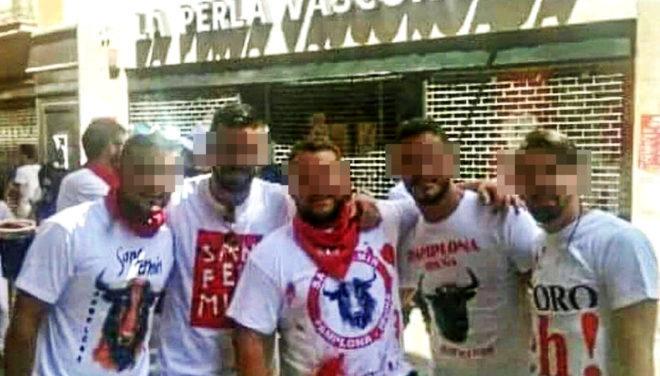 Una de las fotografías que los cinco acusados sevillanos se tomaron...