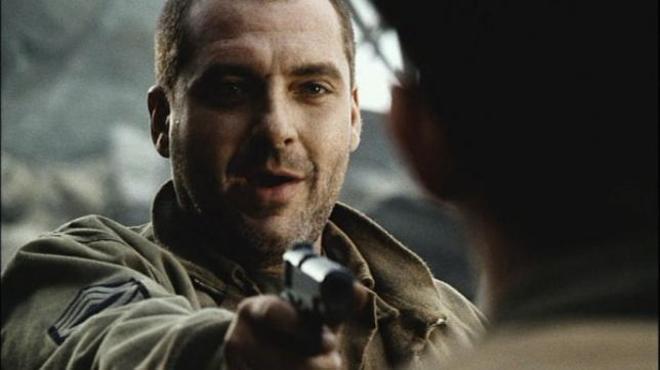 Tom Sizemore, interpretando al sargento Michael Horvarth en 'Salvar al soldado Ryan'.