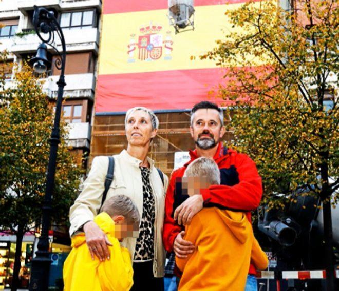 Doris y Joaquín junto a sus hijos en Gijón