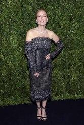 La actriz que fue la protagonista de la noche, lució un vestido...