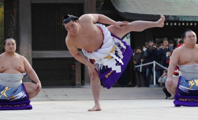 Conmoción en el sumo por una agresión con una botella de cerveza