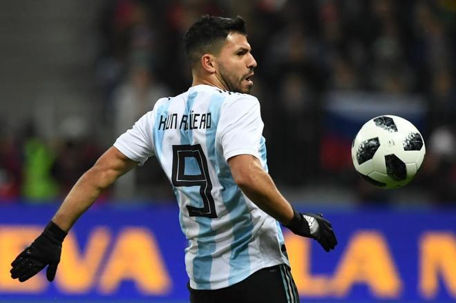 Desmayo de Agüero en el descanso y descalabro de Argentina ante Nigeria