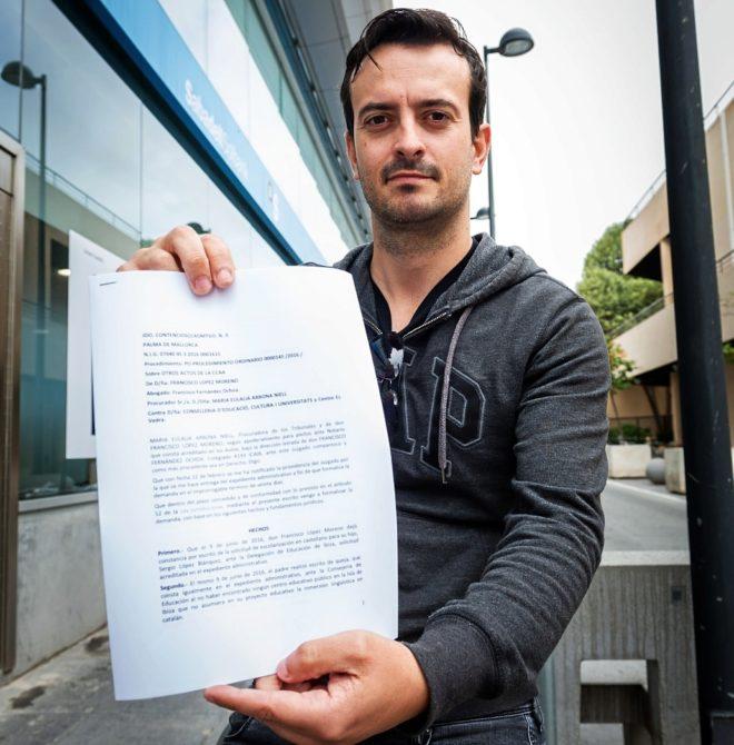 Francisco López con la denuncia por no poder educar a su hijo en...