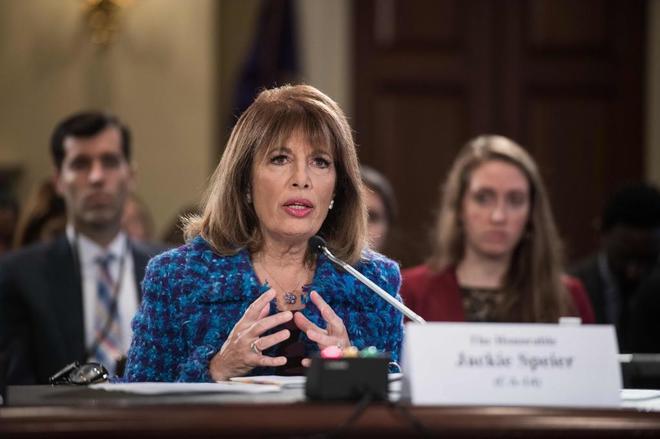 La congresista demócrata Jackie Speier habla durante la audiencia sobre la prevención del acoso sexual en el Congreso, en Washington.