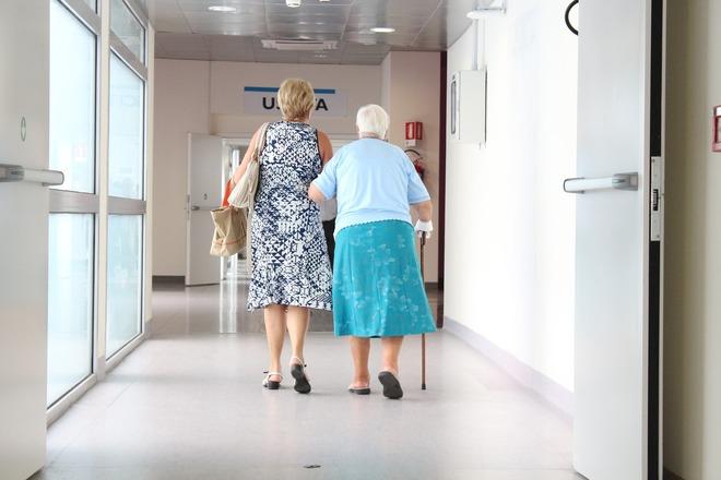 Investigadores de la UMA y del Clínico constatan la pérdida de calidad de vida de los cuidadores de enfermos de Alzheimer