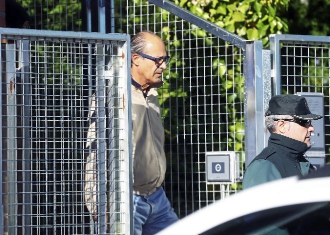 Edmundo Rodríguez Sobrino sale de la Comandancia de la Guardia Civil
