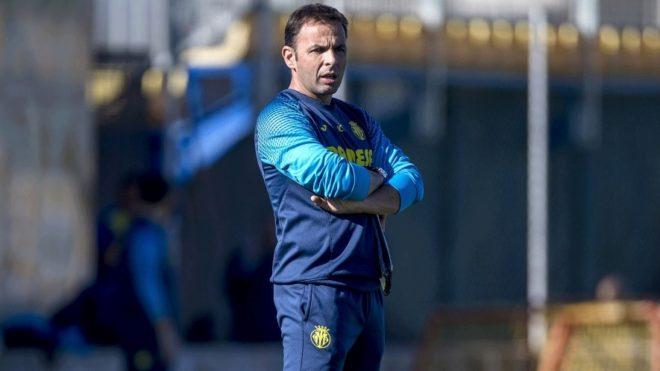 El entrenador del Villarreal, Javi Calleja, durante el entrenamiento.