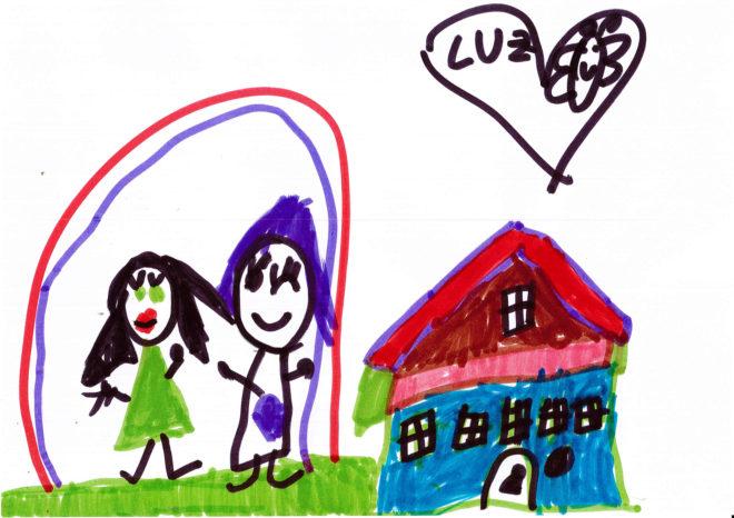 Dibujo de dos amigas saltando a la puerta de su colegio, obra de Luz Jimeno García (5 años).