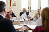 El fallecido fiscal general del Estado, José Manuel Maza (centro),...