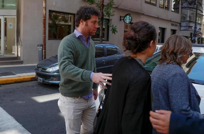 José Maza, hijo único de José Manuel Maza, abandona la clínica...