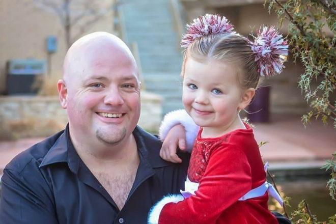 the hair dad': el padre soltero que aprendió a peinar a su hija y