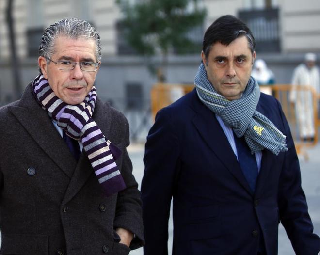 Francisco Granados (izqda.), llegando a la Audiencia Nacional el pasado 16 de noviembre.