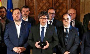 Jordi Turull (primero por la derecha) y Josep Maria Rull (en el centro...