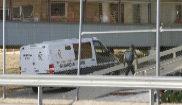 Un furgón de la Guardia Civil entra en la prisión madrileña de Soto...