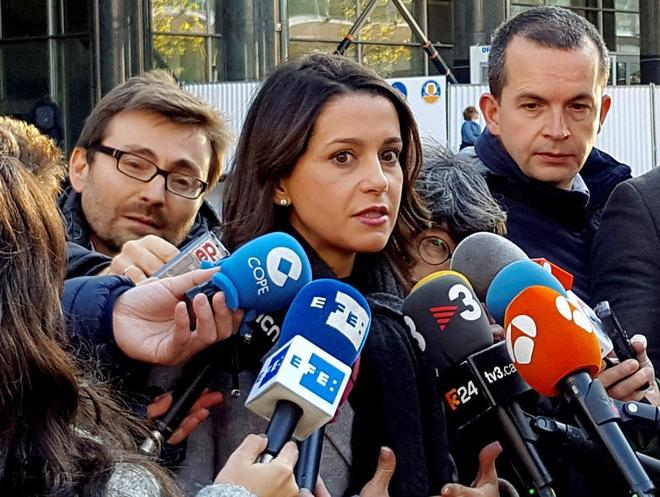 "[Ciutadans] Inés Arrimadas: ""Cataluña está dirigida por un Govern de cobardes"" 15113604883728"