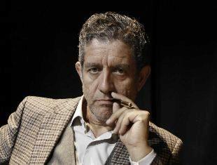 El actor marroquí protagoniza 'Yo, Feurbach', una obra sobre un...